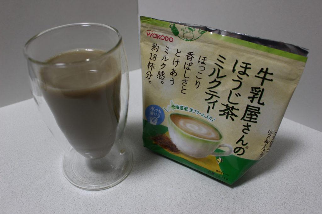 コップに入ったほうじ茶ミルクティー