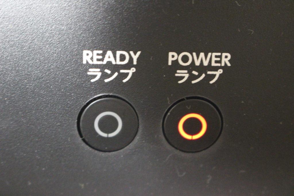 赤色に点灯するPOWERランプ