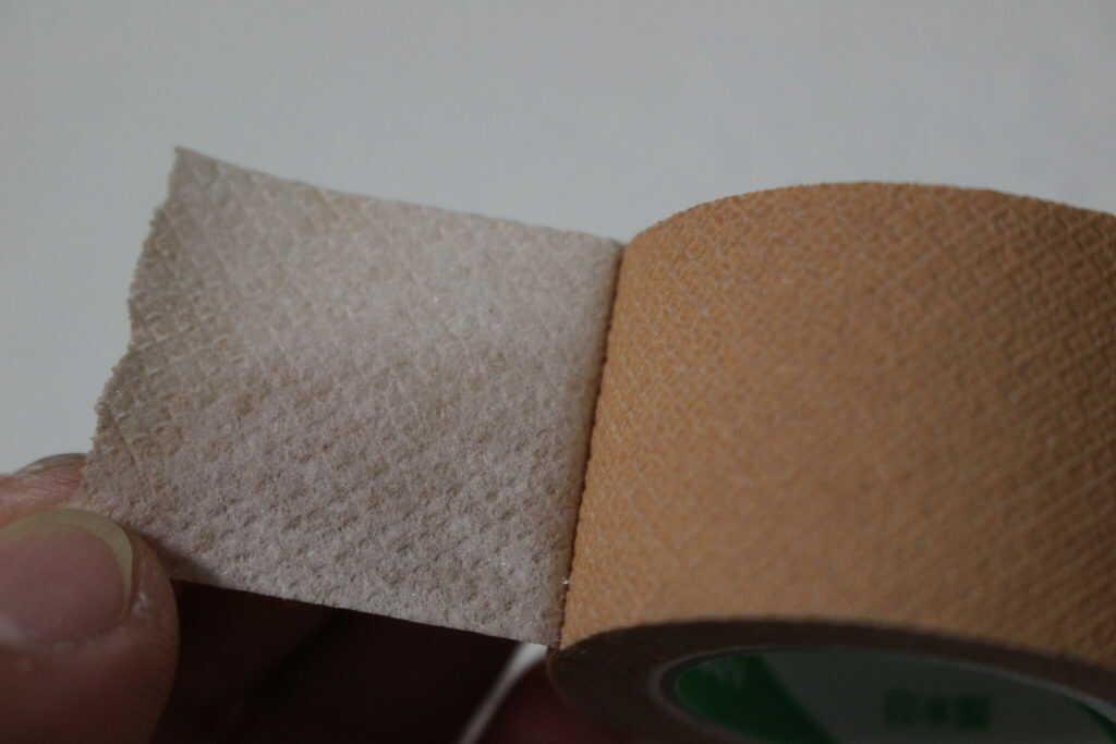 全面粘着仕様のテープ