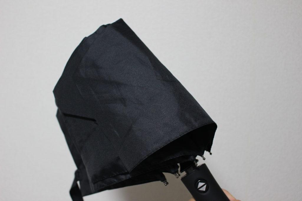 留め具が外れた折りたたみ傘