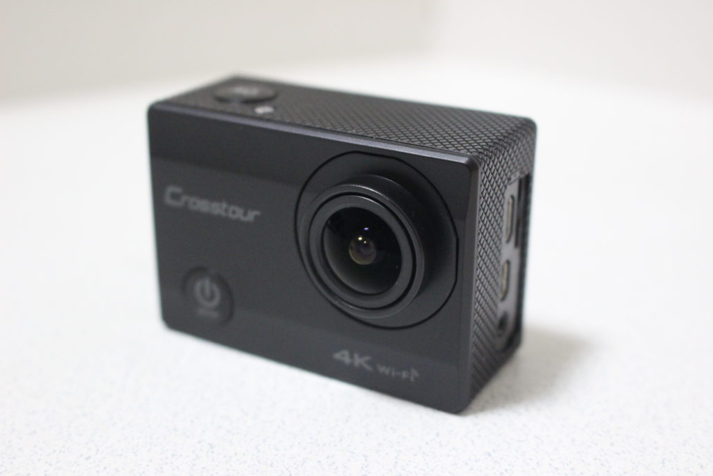 ケースから出したアクションカメラ