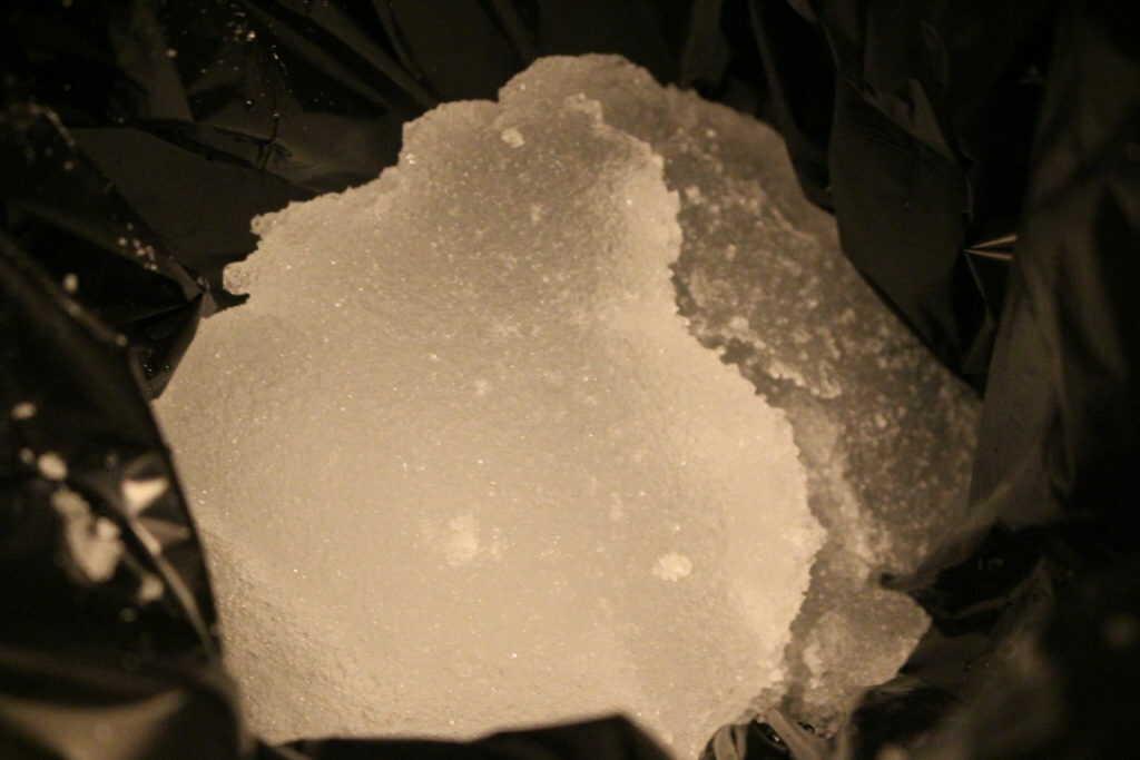 凝固剤によって固まった水