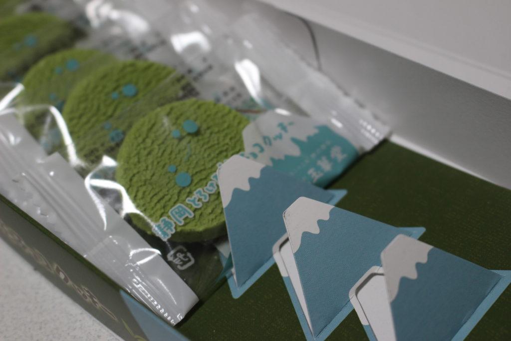 クッキーの間の仕切り紙が富士山