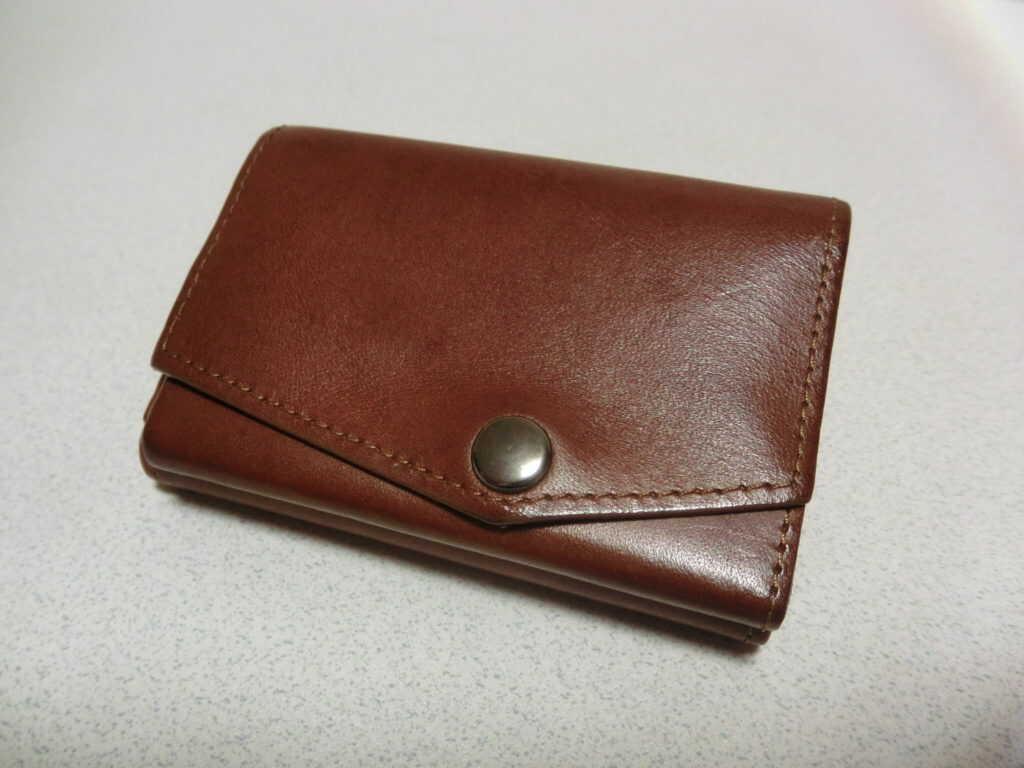 年季の入った小さい財布