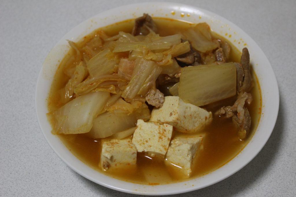 お皿に盛られたキムチ鍋