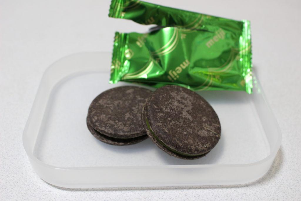 1つの袋に2枚のチョコサンド