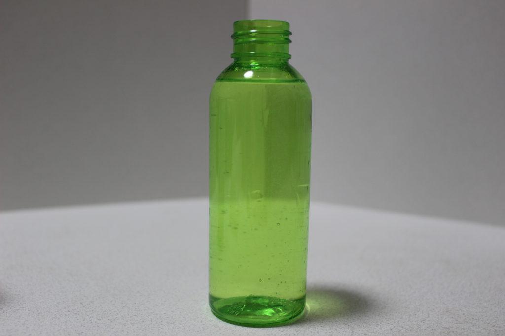100ml容器いっぱいに入った液体