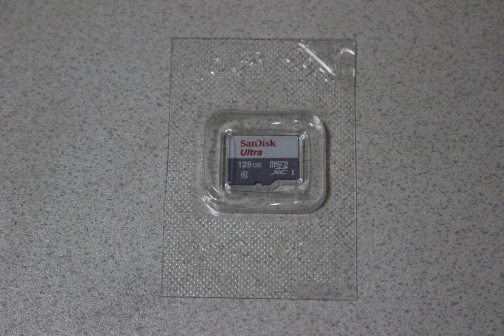 簡易にパッキングされたmicroSDカード