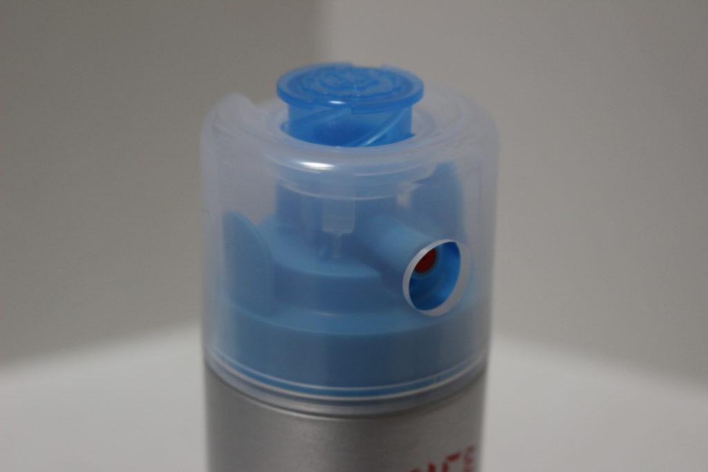 噴射口と穴の位置が揃い、ボタンも押せる状態