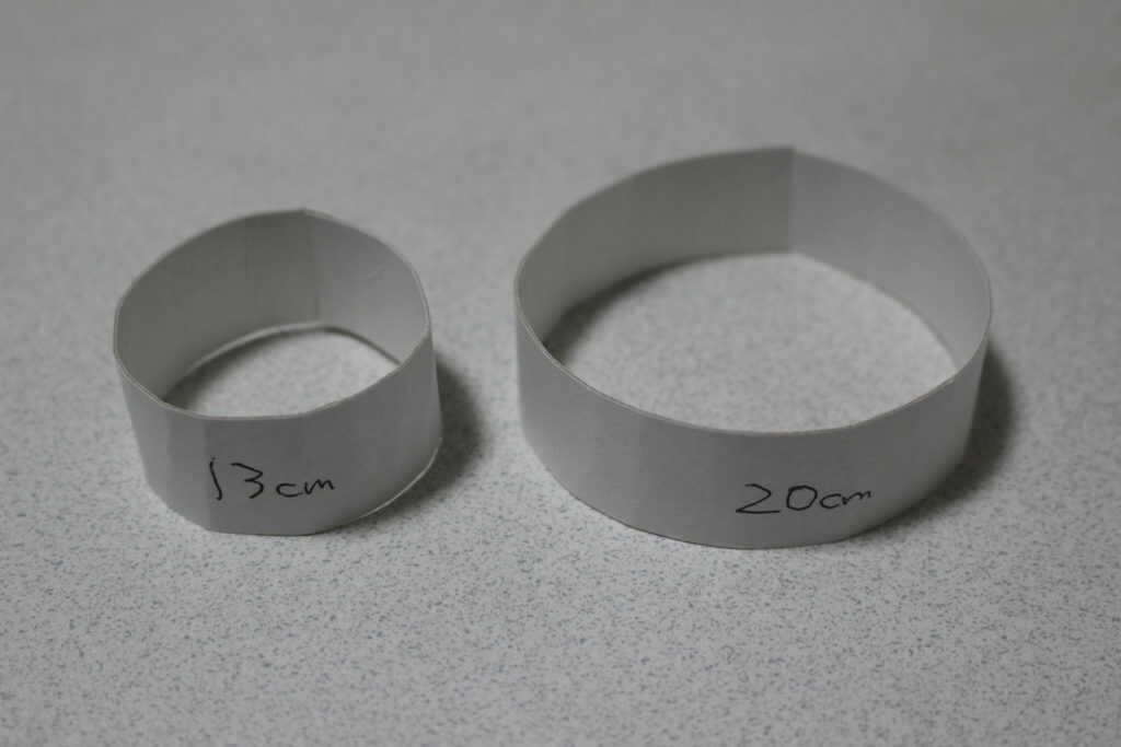 13cmと20cmの画用紙の輪っか