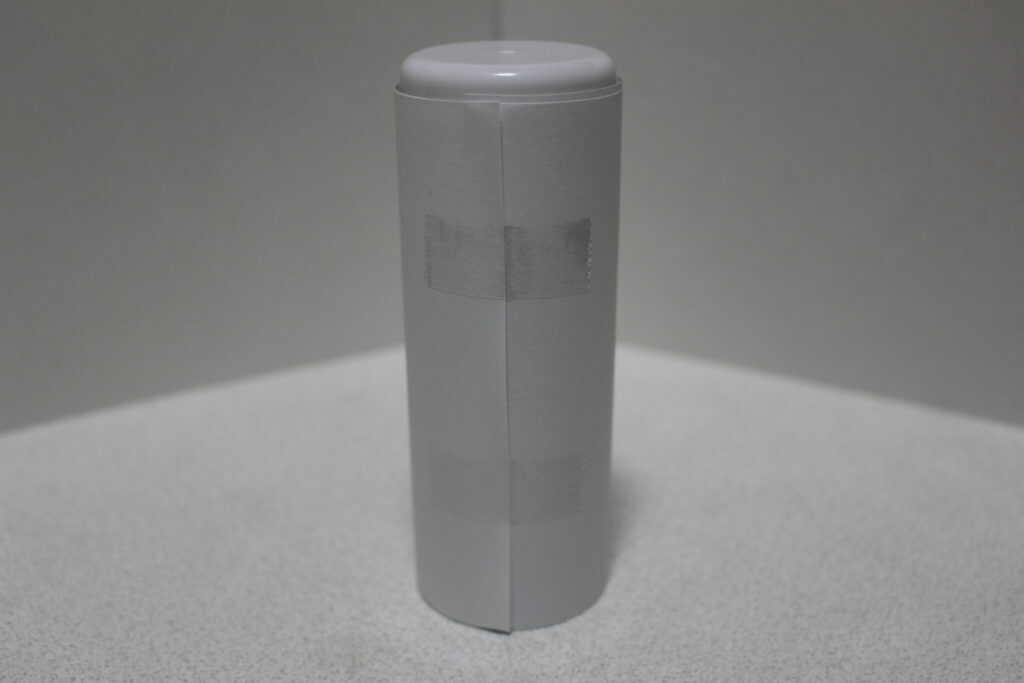 紙を巻いたスプレー缶