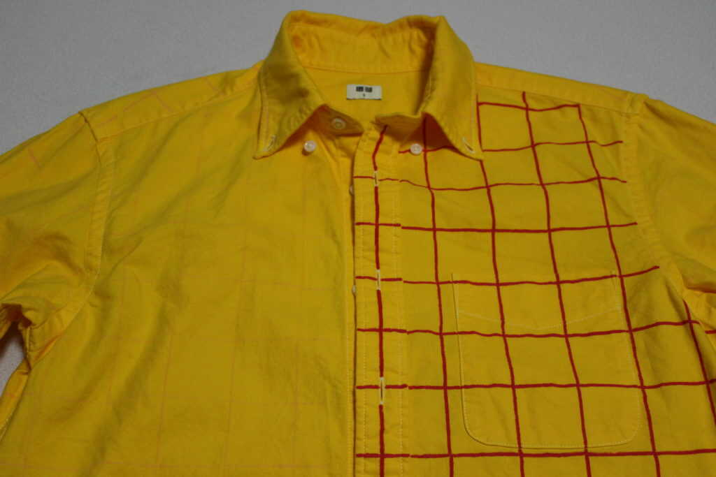 半分がチェック柄のシャツ
