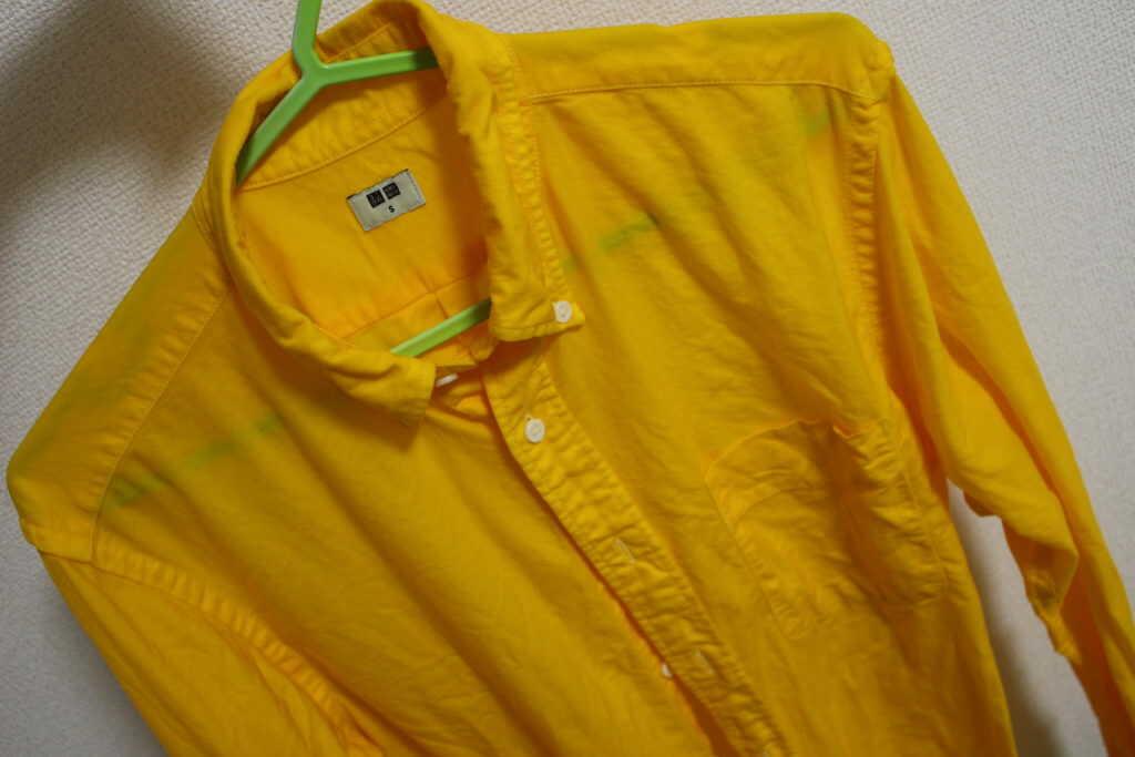 黄色のシャツ