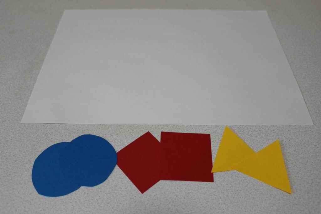 白い紙とカラフルな画用紙