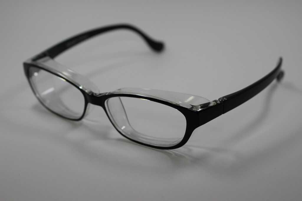 花粉防止メガネ、スカッシースタイル